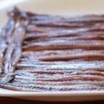 Denuncian que anchoa de Cantabria sólo se envasa, tras pescarse y procesarse en el extranjero