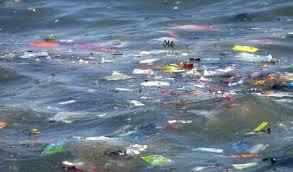 Plásticos en los oceános