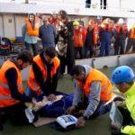 Una empresa vizcaína instala desfibriladores en barcos de pesca