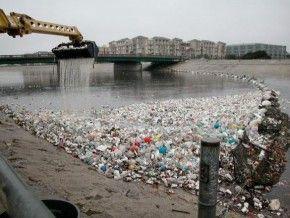 Gran mayoría de los profesionales de la pesca aprecia un grave problema con el derrame de basuras