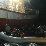 El pesquero que rescató a 12 libaneses los entrega a Malta