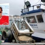 Un marinero ha resultado muerto al caer un pesquero en Pontevedra