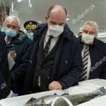 El primer ministro de Francia prepara a sus pescadores para un no acuerdo con el Brexit
